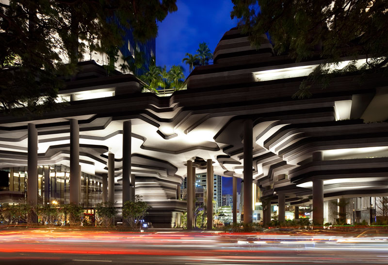 PARKROYAL on Pickering by WOHA - Cavernous hotel entrance and drop-off