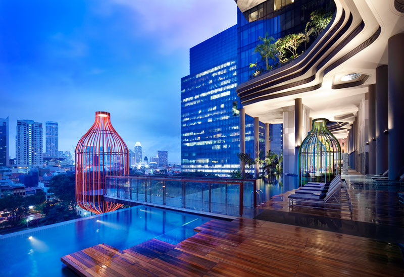 PARKROYAL on Pickering by WOHA - Swimming pool and cabanas on 5th level