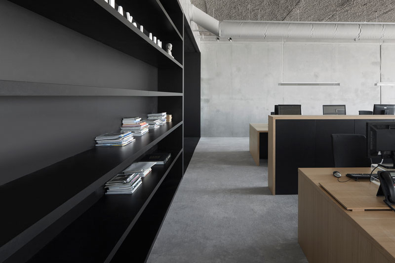 Office 05 by i29 interior architects & VMX Architects