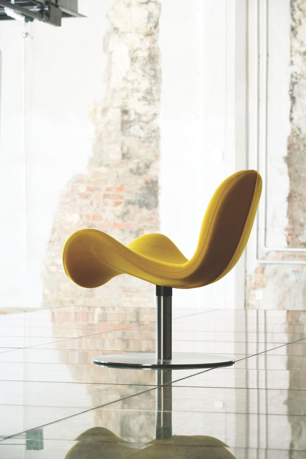 Fly Me Easy Chair by Martela