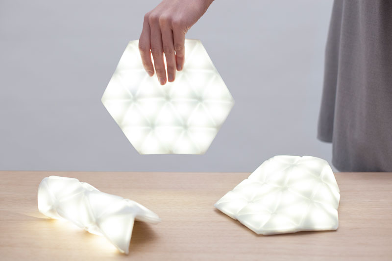 Kangaroo Light by STUDIO BANANA THiNGS: The first portable & flexible lighting device