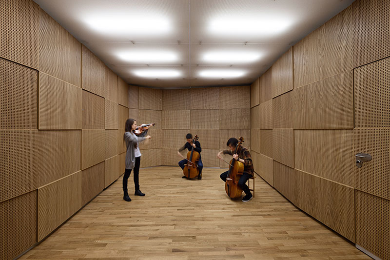 The sound space for strings with its vibrating cassettes - Sonorous Museum by ADEPT