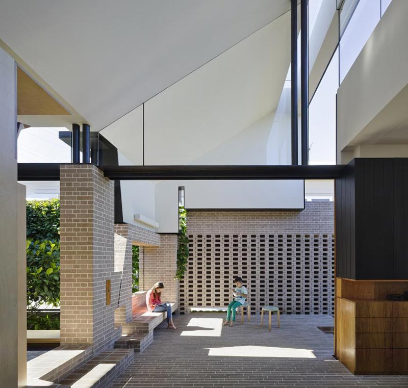 Aperture House by Cox Rayner Architects & Twofold Studio