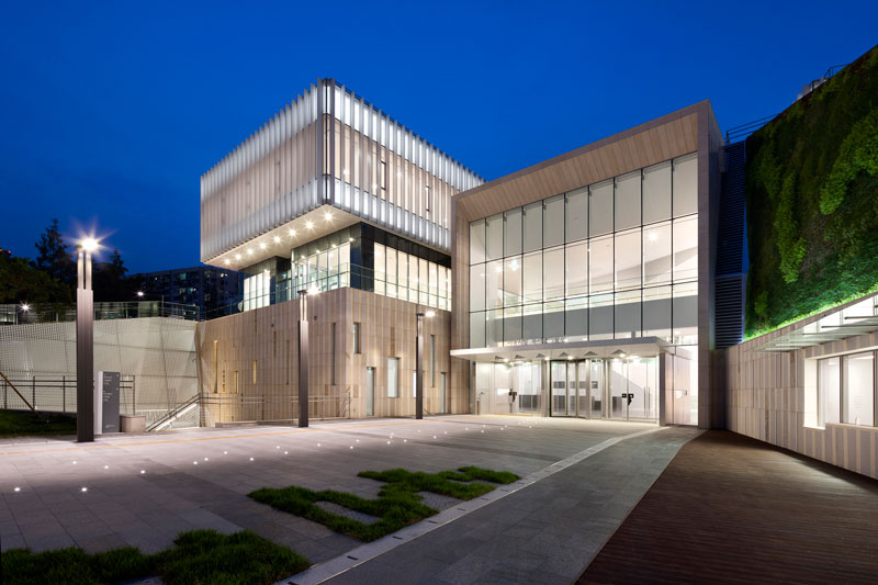 Buk Seoul Museum of Art by Samoo Architects & Engineers