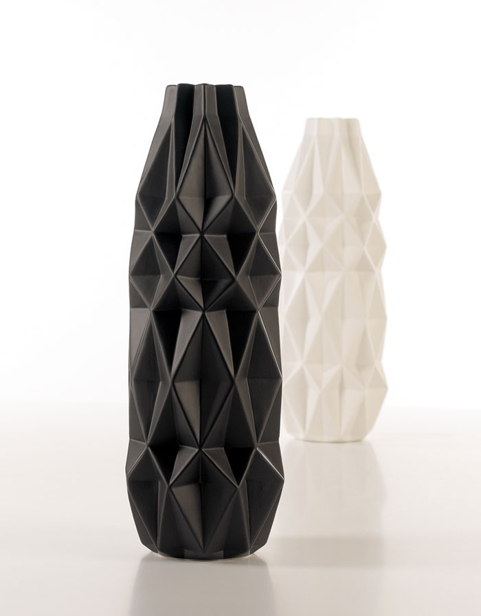 Preto Vase by Home Living Ceramics