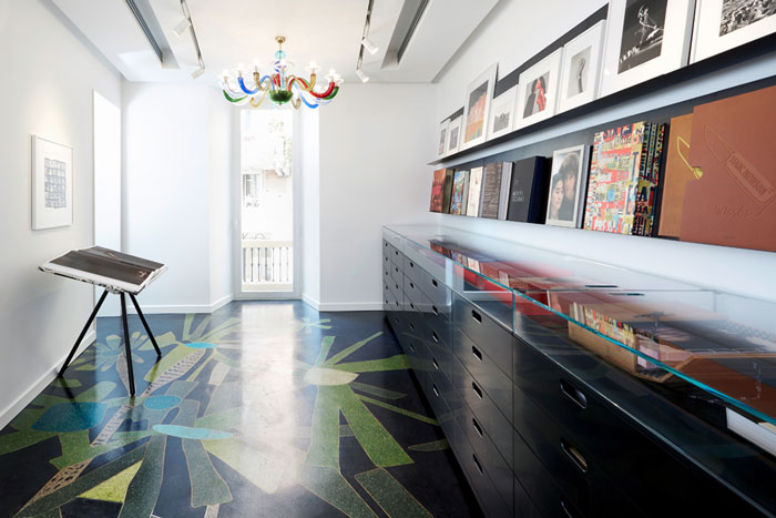 taschen opens up its first store in milan design chronicle. Black Bedroom Furniture Sets. Home Design Ideas