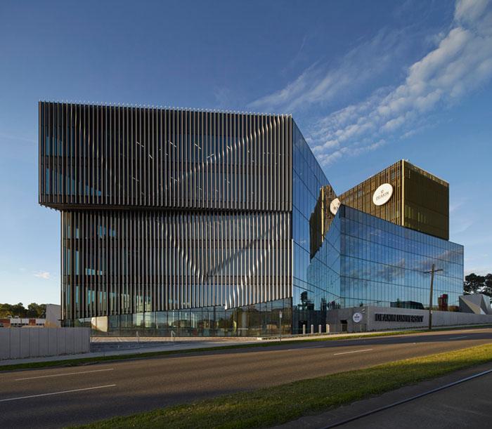 Burwood Highway Frontage Building at Deakin University by Woods Bagot