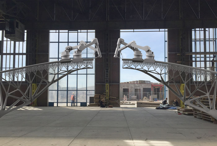 Robots 3D-printing bridge in Amsterdam - MX3D