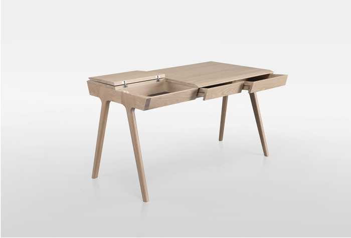 METIS desk by Gonçalo Campos for WEWOOD