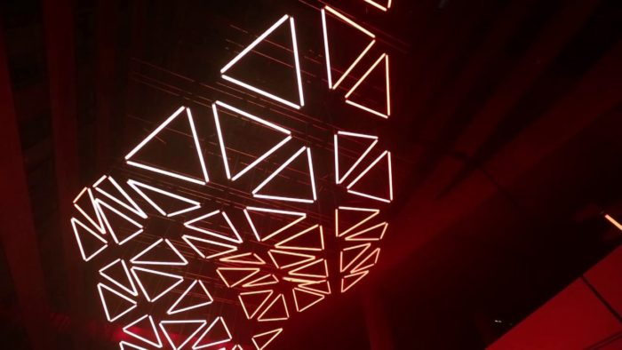 VIDEO: GRID – monumental kinetic light installation