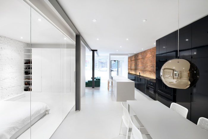 A condo that highlights raw materials