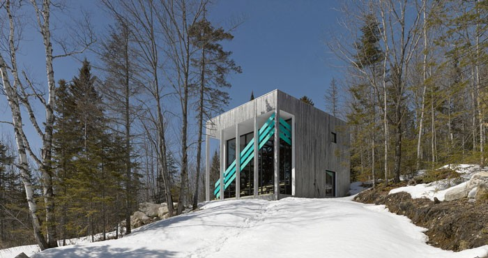 Lake Jasper House engages the senses